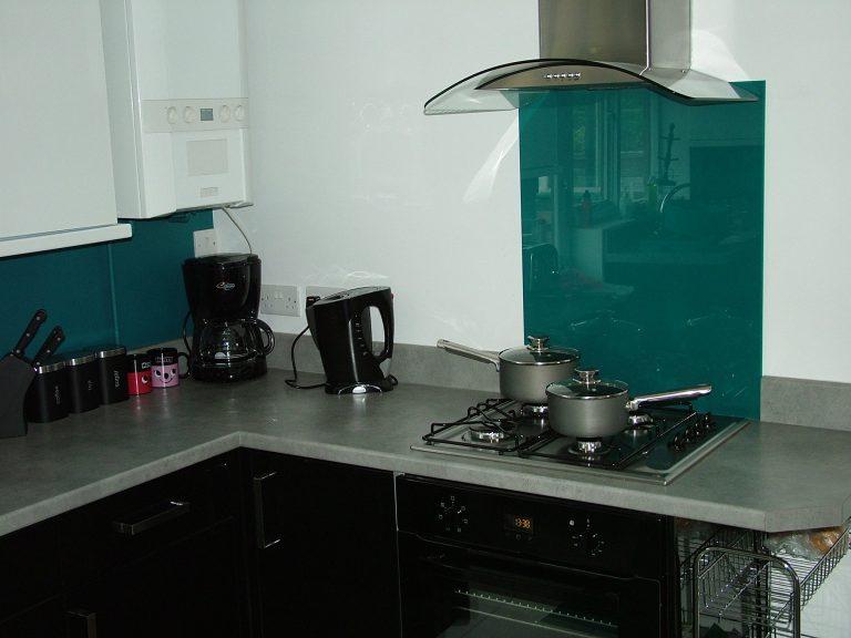 coloured kitchen glass splashbacks