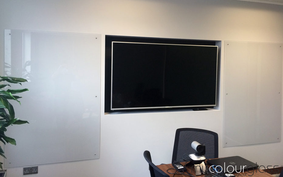 00NN53000 White glass office writing boards, SW19