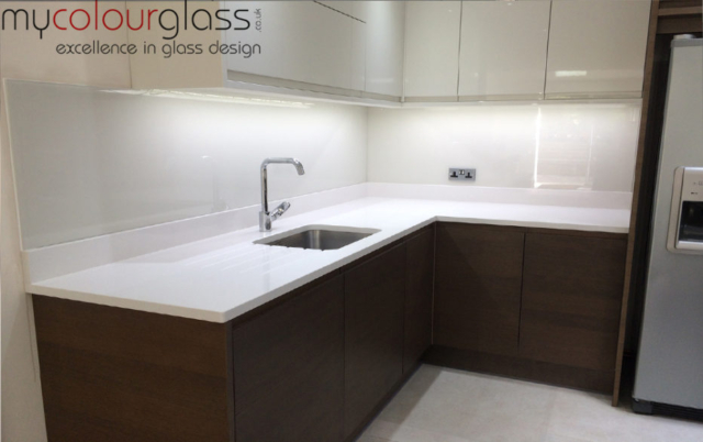 F&B Skimming Stone splashback
