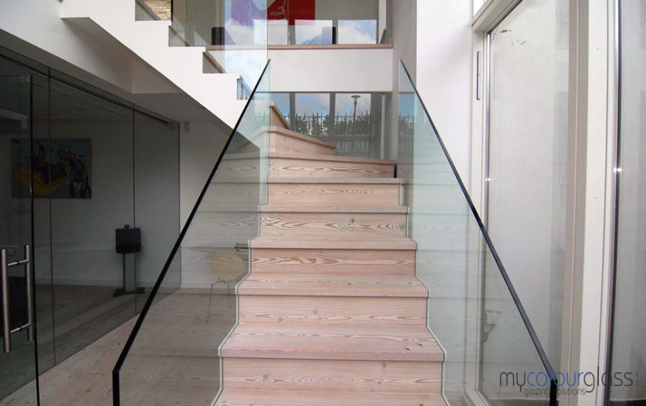 Staircase glass balustrade