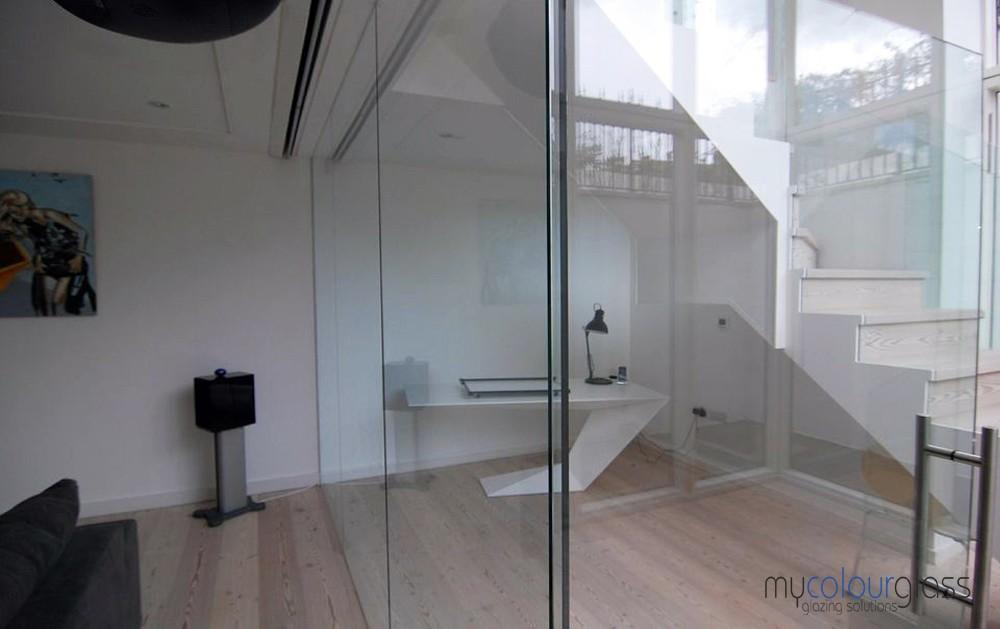 Domestic glass partition