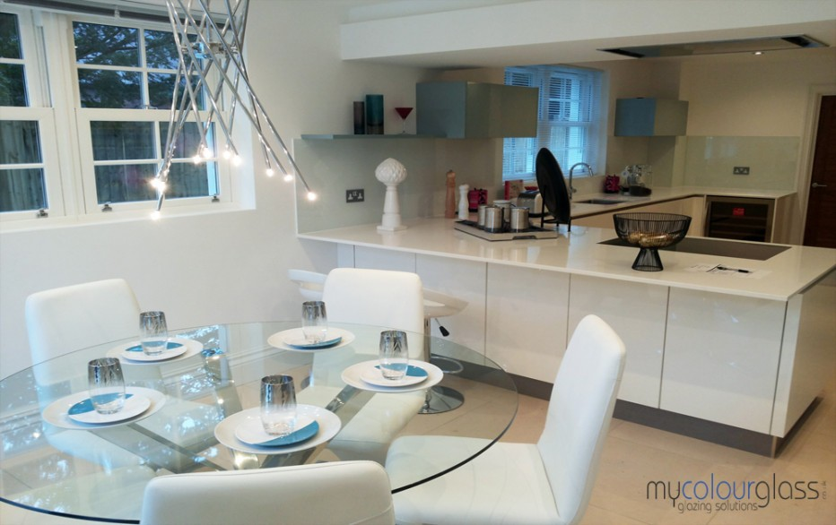 Glass splashbacks and circle glass table