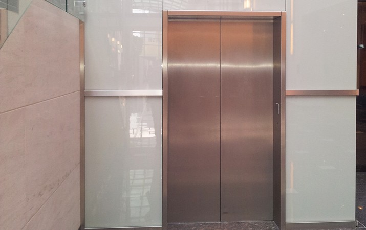 White glass lift