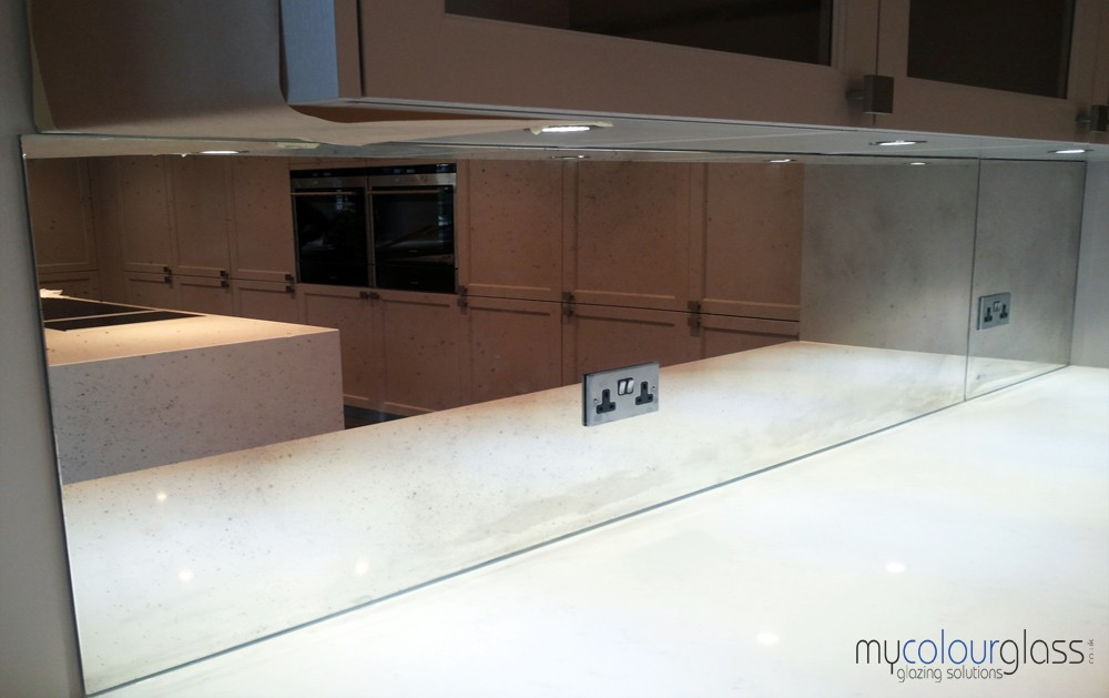 how to keep glass splashbacks clean