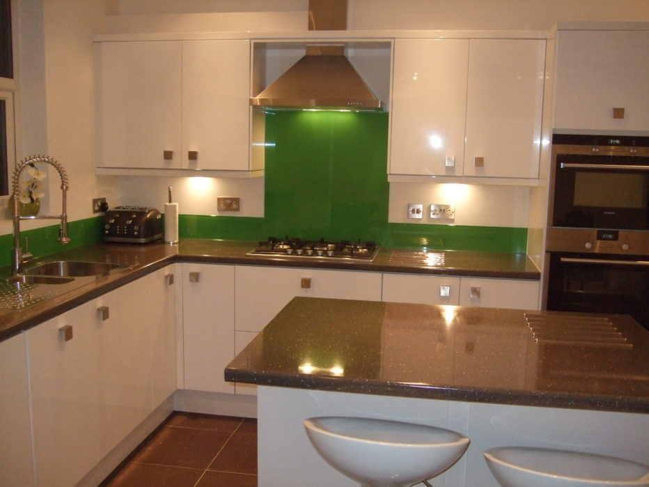 Green splashback with upstands