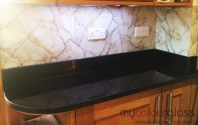 Printed glass splashback red marble